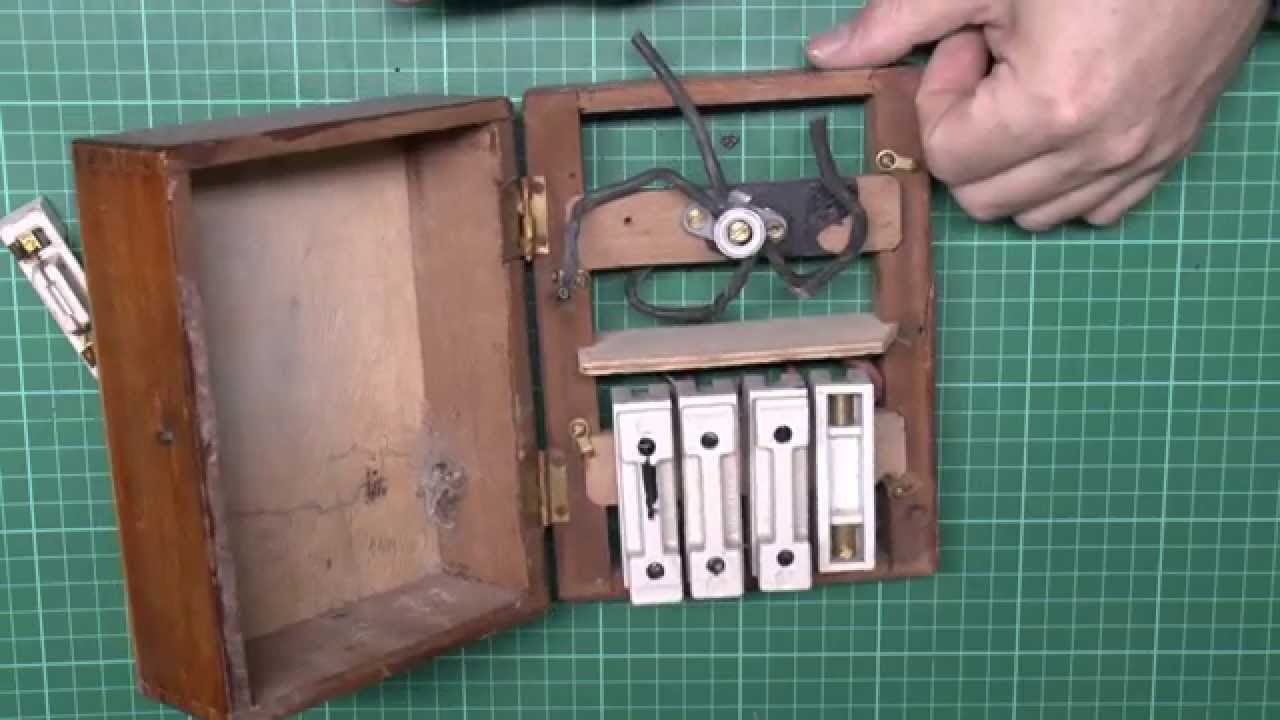 hight resolution of small wooden fusebox with 4 ceramic fuses neutral terminal modification youtube