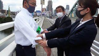 「飛び降ります」と男性、帰宅中の3人が引っ張り命救う 大阪