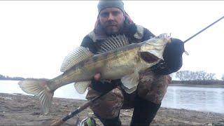 Москва река ЗИМНИЙ СПИННИНГ в оттепель Джиг на Москва реке зимой Рыбалка на спиннинг
