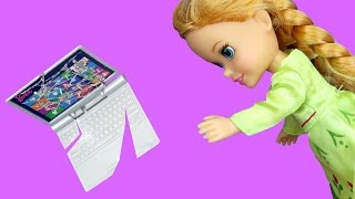 Anna breaks a Laptop ! Elsa & Anna toddlers visit Nikki's house - Playdate - TV Watching