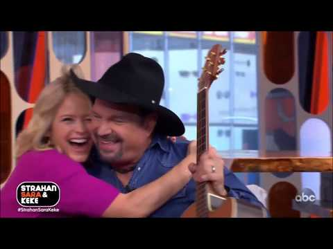 "Garth Brooks Sings Impromptu "" Friends In Low Places"" Live 2020 HD 1080p"