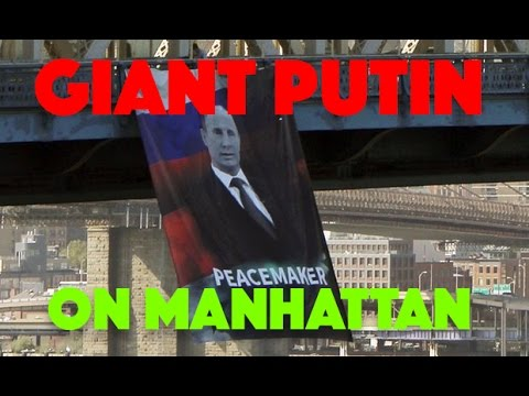 "Giant poster of Putin ""PEACEMAKER"" on Manhattan баннер Путина ""Миротворец"" в Нью Йорке"