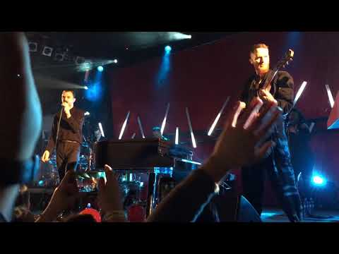 Hurts - Hold on to Me (live in Bratislava,...