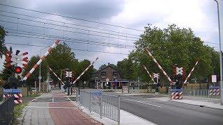 Spoorwegovergang Deurne // Dutch railroad crossing