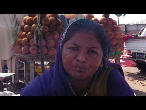 Pakistani Hindu women speaks about her life here & Pak India war (Shocking)