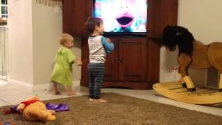 Littles - Elmo brush your teeth song!