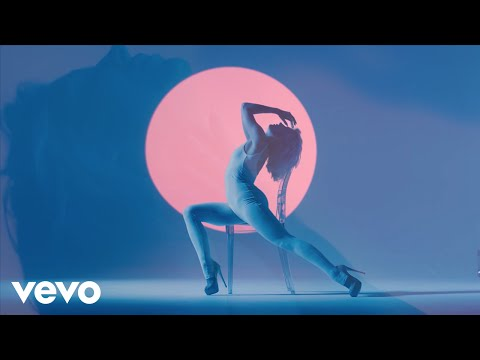 Download Youtube: Bonnie McKee - Easy