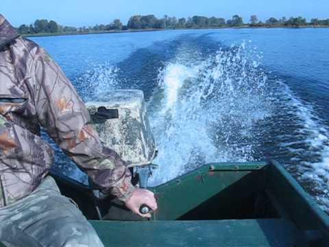 Катание втроём на гидроцикле с подвесным лодочным мотором «Вихрь .