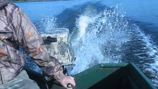 Работа лодочного мотора ВИХРЬ 25(Работа лодочного мотора ВИХРЬ 25 с электронным зажиганием сделанным по надежной схемме., 2014-10-05T18:35:03.000Z)