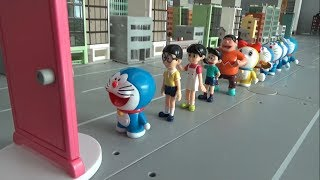 Doraemon 10 Friends Friends go past the door toys play video for kids