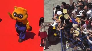 第7回沖縄国際映画祭、那覇市国際通りでのレッドカーペットの様子です...