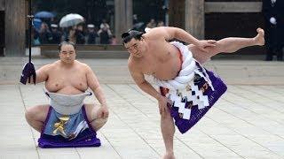 Япония: борцы сумо провели традиционный ритуал (новости)