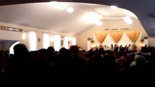 VID 20131124 135645  Петренкы жених и невеста  вход на торжество брачное