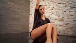 Намокающая танцующая девушка, тестовое видео камерой Sony Alpha 7R(Видео снято самой миниатюрной в мире полнокадровой камерой Sony Alpha 7R, монтаж - Sony Vegas Pro. Запись сделана на..., 2013-11-21T23:31:29.000Z)