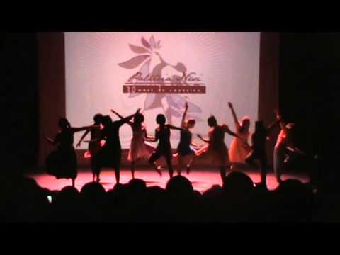 """""""SAM"""" Studio Arte e Movimento bailarina: Priscila Anni e grupo de bailarinas"""