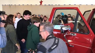 Millstadt, IL teen gets Ford Bronco that belonged to father killed in Iraq