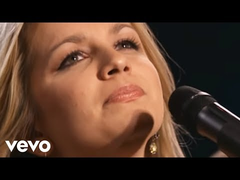Bill & Gloria Gaither - Sweet Holy Spirit [Live] ft. The Isaacs