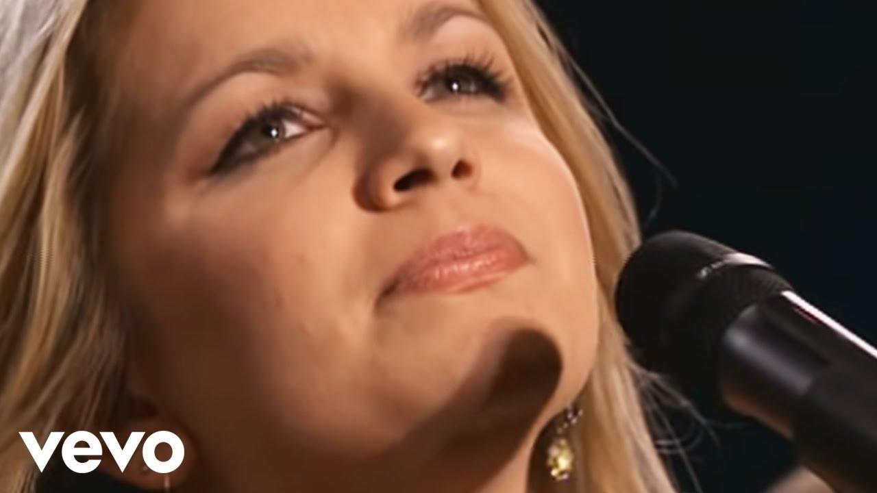 Bill & Gloria Gaither  - Sweet Holy Spirit featuring The Isaacs