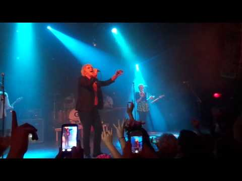 Get The Gang Together - Gerard Way w/ crowd girl...