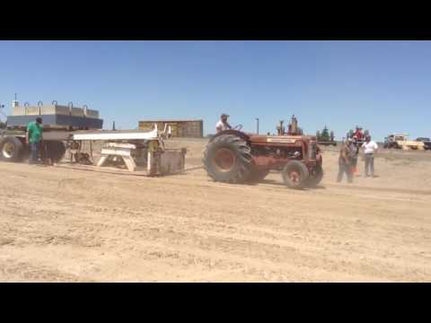 International 650 antique tractor pull 11,000 pound class