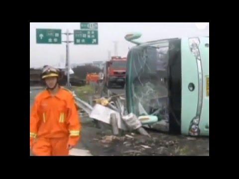 accident de voiture spectaculaire et grave choc 18 youtube. Black Bedroom Furniture Sets. Home Design Ideas