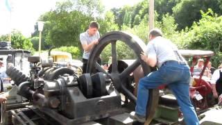 Start eines HEMAG Stationärmotors auf dem Bulldogtreffen 2009 der Lanzfreunde Odenwald