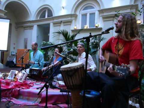 2016.04.02 Kirtan Band Koncert - Magnet Ház 7.- Ganapati Om