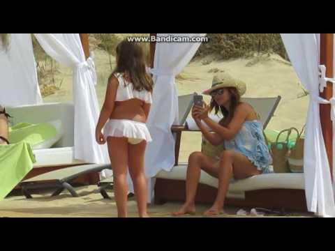 Paula Echevarría y Daniella vacaciones en la playa sin David Bustamante thumbnail