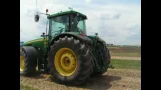 Naše pole 2012 - traktor couvá automaticky bez zásahu řidiče (červen 2012)