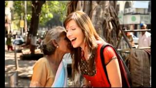 theamitom foreign girl singing hindi song HD