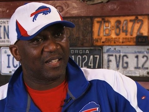 Hall of Famer Thurman Thomas on how to eat a wing