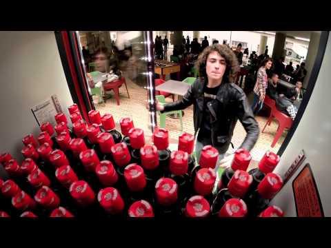 Quảng cáo Coca chưa bao giờ hết thú vị và bất ngờ - Coca Cola Friendly Twist