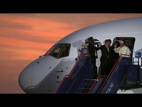 Papa Francisco deixa o Peru