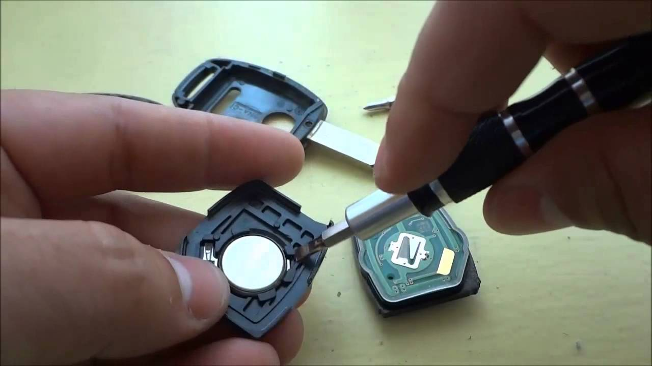 How To Change A Honda Cr V Key Fob Battery 2005 2013 Youtube