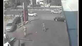 أغرب حادث في محطة بنزين مصرية (فيديو)