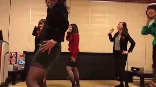 高校教員のあけおめダンスです。