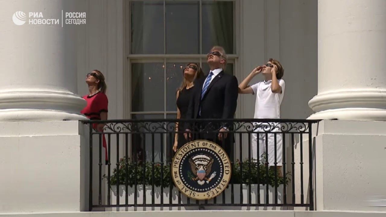 """Жители США наблюдали """"Великое солнечное затмение"""""""