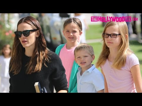 Jennifer Garner Takes Her Kids Violet, Seraphina & Samuel Affleck To Church 8.7.16