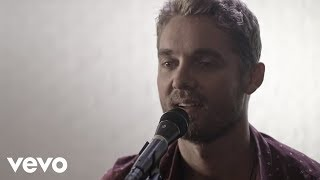Brett Young - You Ain't Here To Kiss Me (Acoustic) Video