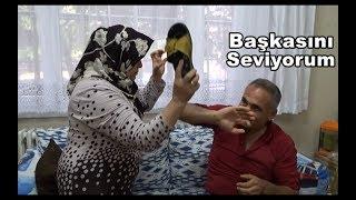 Repeat youtube video EŞİME SENİ ALDATIYORUM DEDİM!!! SOPAYI YEDİM  EŞEK ŞAKASI  PRANK
