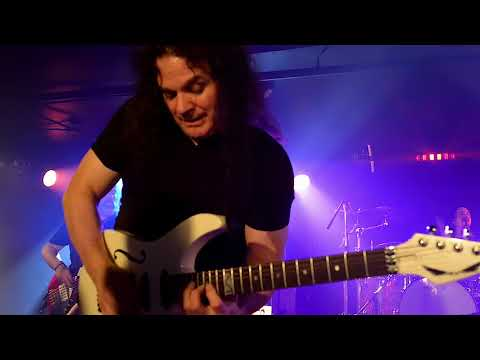 Vinnie Moore THE MAZE