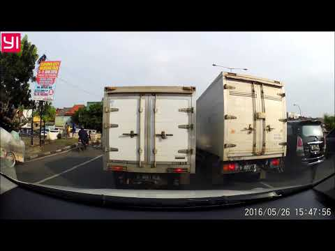 Dashcam Indonesia Idiot Suzuki APV Driver in Jakarta