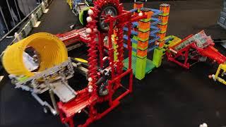 LEGO Great Ball Contraption at Festijn met bouwstenen in Broodfabriek in Rijswijk -  walk around