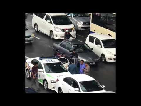 Men in a scuffle along the Damansara Puchong Expressway (LDP) in full