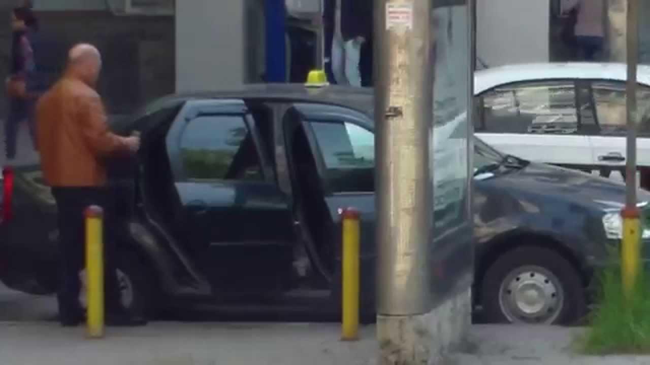 Își scutura țoalele în fața Primăriei Chișinău