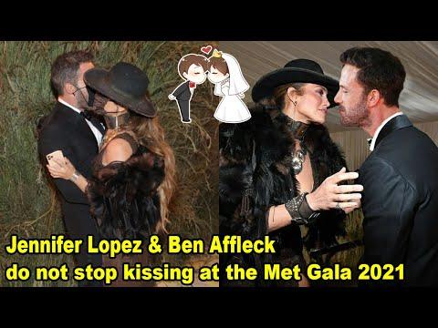 Jennifer Lopez & Ben Affleck do not stop kissing at the Met Gala 2021