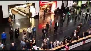 Такси и трансфер в Вене - встреча с табличкой в аэропорту Вены(Наши водители такси встретят с табличкой в зале прилета аэропорта Швехат., 2014-11-04T15:58:33.000Z)