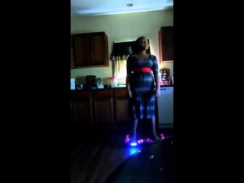 Mya singing Irreplaceable by Beyonce