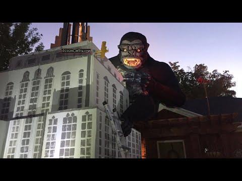 HalloweenLoving Man Builds Gigantic King Kg Scene  Frt Lawn