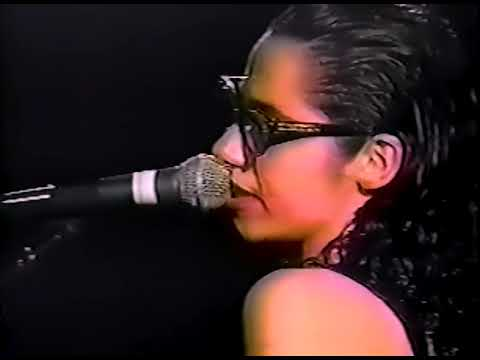 PJ Harvey - Naked Cousin (Glastonbury 1995) - YouTube